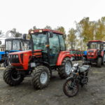 Трактор МТЗ 622 плюс мопед Минск-2