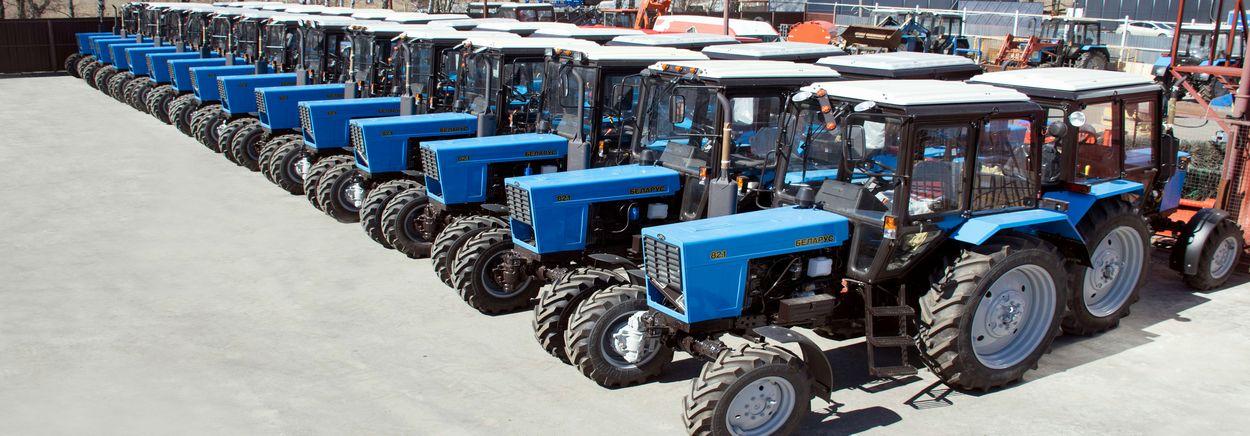 Prodazha-traktorv-Moskva-ploshhadka-s-MTZ-82_-